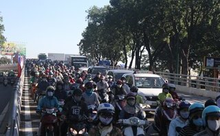 Xã hội - TP.HCM: Ngày đầu thông xe, nhánh cầu vượt Nguyễn Kiệm - Hoàng Minh Giám kẹt cứng