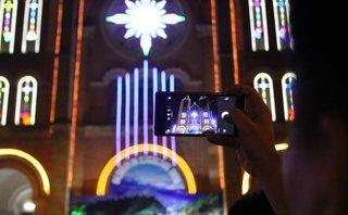 Tin nhanh - TP.HCM: Người dân nô nức đổ dồn về nhà thờ Đức Bà đón Noel sớm
