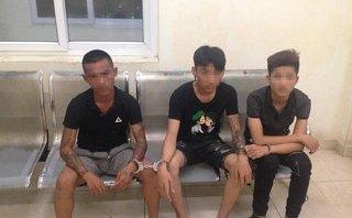Pháp luật - Hà Nội: Tóm gọn 3 thanh niên mang dao, phớ đi 'lượn phố'