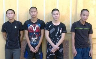 Pháp luật - Khởi tố nhóm thanh niên mang hung khí đến trụ sở công an xã đe dọa