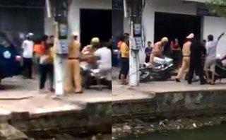 Pháp luật - Xử lý hành chính người đàn ông chửi bới, xô đẩy xe máy CSGT