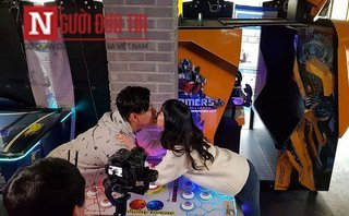 Ngôi sao - Nóng: Lộ clip ca sĩ Tuấn Hưng ôm hôn gái Hàn rất tình tứ