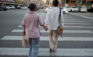 """Hồ sơ - """"Hôn nhân hợp tác"""": Vỏ bọc giấu mình của người đồng tính Trung Quốc"""