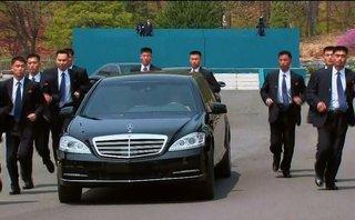 Tiêu điểm -  Hé lộ ảnh vệ sĩ hộ tống xe của ông Kim Jong-un về ăn trưa