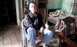 Xã hội - Vợ cán bộ thôn nhận quà lũ lụt, hộ nghèo bức xúc