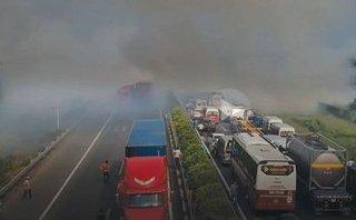 Cafe8 - Khói đốt đồng gây tai nạn liên hoàn trên cao tốc: Chỉ tại khói