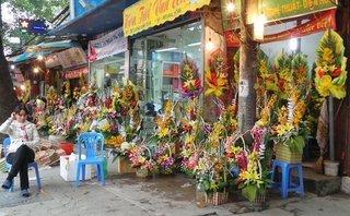 Tiêu dùng & Dư luận - Ngày 20/11: Hoa tươi, quà tặng 'rủ nhau' tăng giá
