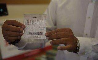 Tiêu dùng & Dư luận - Mua vé số để tiêu bớt tiền lẻ, khách hàng trúng Vietlott 3,6 tỷ