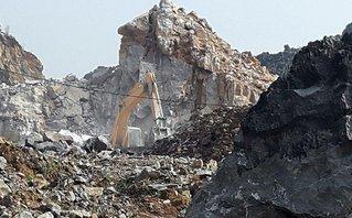 Điểm nóng - Mượn cớ phục hồi môi trường để 'xẻ thịt' núi đá