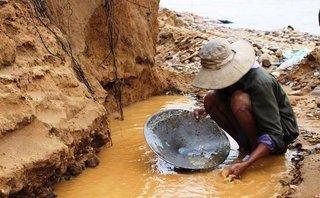 Điểm nóng - Quảng Nam: Đổ xô 'mót' vàng sa khoáng gây sạt lở sông