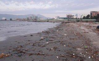 Điểm nóng - Bờ biển Đà Nẵng bất ngờ ngập trong hàng trăm tấn rác