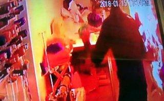An ninh - Hình sự - Nóng 12h: Nghi án nữ thợ may bị bạn trai ngoại quốc tưới xăng đốt