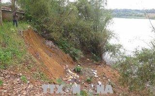 Điểm nóng - Quảng Trị: Bờ sông Thạch Hãn sạt lở nghiêm trọng do nạn khai thác cát