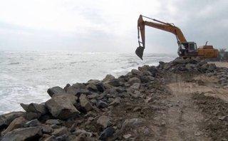 Cuộc sống xanh - Phú Yên: Đổ 15.000 m3 đá tảng gia cố kè biển