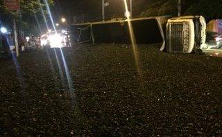 Chính trị - Xã hội - Quảng Ninh: Lật xe tải, hàng chục tấn than đổ tràn ra đường quốc lộ