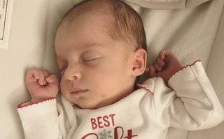 Gia đình - Kỷ lục thế giới: Em bé kém mẹ 1 tuổi rưỡi