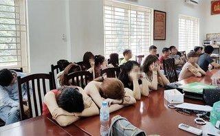 Pháp luật - Hà Nội: Đột kích quán karaoke, phát hiện hàng chục 'dân chơi' đang 'phê' ma túy