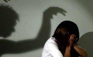Pháp luật - Hà Nội: Bắt khẩn cấp các đối tượng giở trò đồi bại với thiếu nữ 16 tuổi