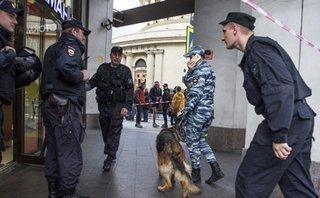 """Tiêu điểm - Bí ẩn kẻ giấu mặt """"khủng bố điện thoại"""" hoang tin đánh bom ở Nga"""