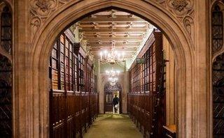 Tiêu điểm - Quét tin thế giới ngày 15/3: Bí ẩn người phụ nữ và gói bưu kiện khả nghi tại tòa nhà Nghị viện Anh
