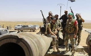 """Quân sự - Syria: Cận cảnh lô vũ khí """"khổng lồ"""" phiến quân giao nộp cho quân đội Chính phủ"""