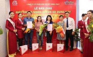 Kinh doanh - Địa ốc Kim Phát và Việt Hưng Phát trao hàng trăm sổ đỏ cho khách hàng
