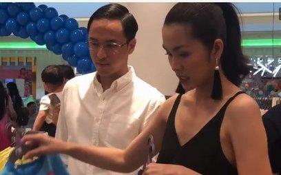 Ngôi sao - Lộ ảnh Tăng Thanh Hà và Louis Nguyễn tình cảm sắm đồ cho con