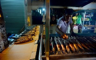 """Xã hội - """"Hái"""" 600 triệu đồng/ngày nhờ bán cá lóc nướng ngày vía Thần Tài"""