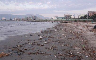 Điểm nóng - Bờ biển Đà Nẵng bất ngờ ngập hàng trăm tấn rác