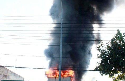 An ninh - Hình sự - Điều tra nguyên nhân cháy tại tiệm sửa xe vào mùng 3 Tết