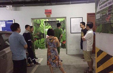 Chính trị - Xã hội - Hà Nội: Mắc kẹt trong thang máy, 2 người bị thương