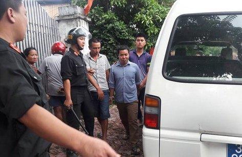 Pháp luật -  Đột kích trường gà ăn tiền 'khủng' ở Hà Tĩnh