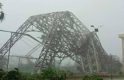 Video - Hà Tĩnh tan hoang sau ngày siêu bão quần thảo