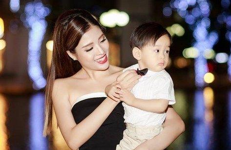 Giải trí - Hoa hậu Phan Hoàng Thu lần đầu khoe 'người đàn ông' của mình