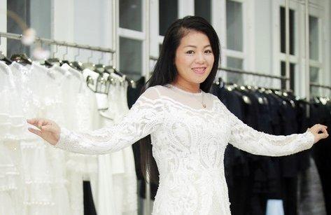 Giải trí - Cận cảnh chiếc váy đính 100 viên kim cương của Anh Thơ