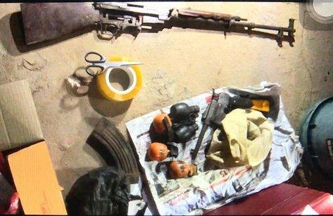 An ninh - Hình sự - Đột kích 'trang trại' sản xuất ma túy luôn sẵn súng đạn đã lên nòng