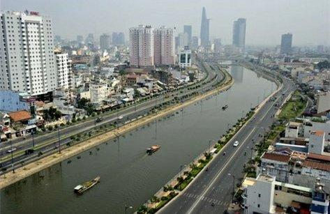 Xã hội - Hơn 2.000 tỷ đồng nạo vét sông ở TP.HCM: Dưới nước thông, trên bờ có thoáng?