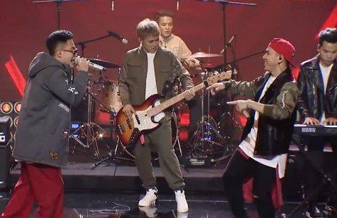 Giải trí - Clip: Xkey gây náo loạn Ban nhạc Việt với bản cover Anh không đòi quà