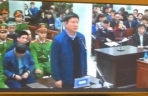 Mới- nóng - Clip: Đoàn xe dẫn giải Trịnh Xuân Thanh và đồng phạm rời Tòa sau tuyên án