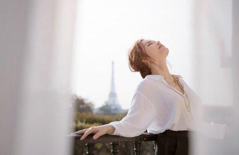 Ngôi sao - Khoảnh khắc đẹp xuất thần của Lý Nhã Kỳ giữa Paris hoa lệ