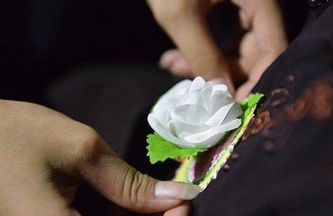 Đời sống - Mùa Vu Lan đến, trên áo con hoa trắng lệ rơi