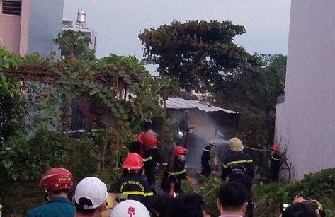 Tin nhanh - Căn nhà cấp 4 bốc cháy kèm theo nhiều tiếng nổ, mùi gas nồng nặc