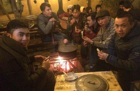 Cộng đồng mạng - Giới trẻ phát sốt với tiệm cà phê hoài cổ 'bán chút thảnh thơi giữa đời chật chội'