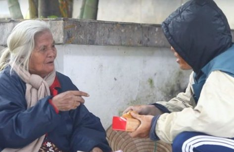 Cộng đồng mạng - Chàng trai 9X tiết lộ lý do không ngờ giả ăn xin để thử lòng người nghèo
