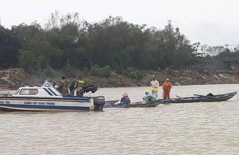 An ninh - Hình sự - Trinh sát hé lộ trận 'thủy chiến' trên sông Thu Bồn với lâm tặc