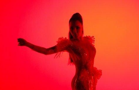 Giải trí - Hồ Quỳnh Hương khoe vũ đạo nóng bỏng trong MV nhạc dance