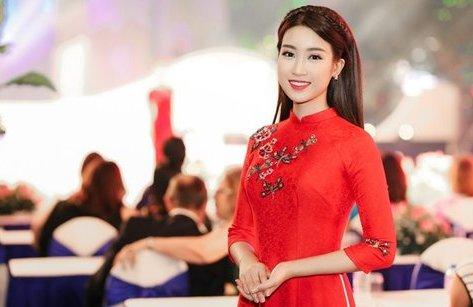 Sự kiện - Hoa hậu Mỹ Linh: 'Linh dành trọn vẹn thời gian cho gia đình vào ngày Tết'