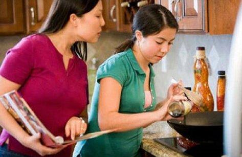 """Gia đình - Nàng dâu mới chia sẻ """"sự cố"""" lần đầu ăn Tết ở nhà chồng"""