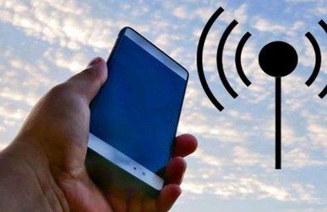 Cuộc sống số - Tín hiệu điện thoại liệu có tốt hơn khi giơ máy lên cao?