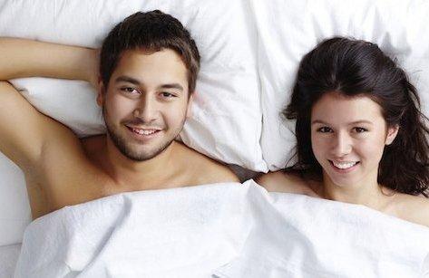 Giới tính - 8 lợi ích không ngờ từ việc ngủ nude